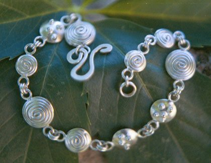 """<p style=""""text-align: center;""""><span style=""""font-size: 12pt;""""><strong>Swirls</strong></span></p>"""